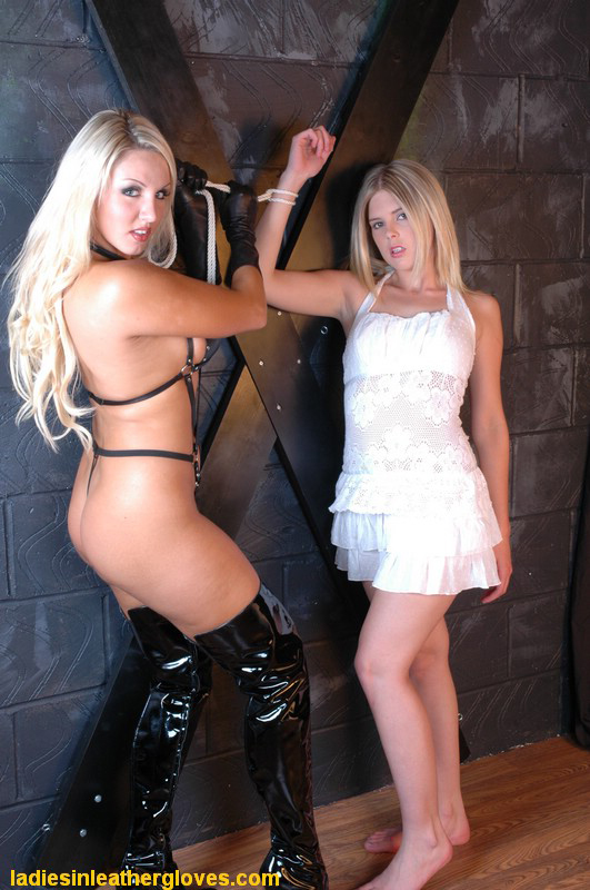 ladiesinleathergloves directory pages 300516 lg70 set9 010